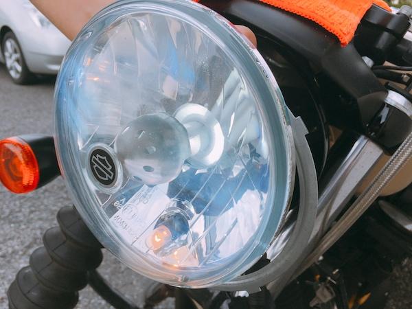 スポーツスターのヘッドライトをLEDに交換、明るい。