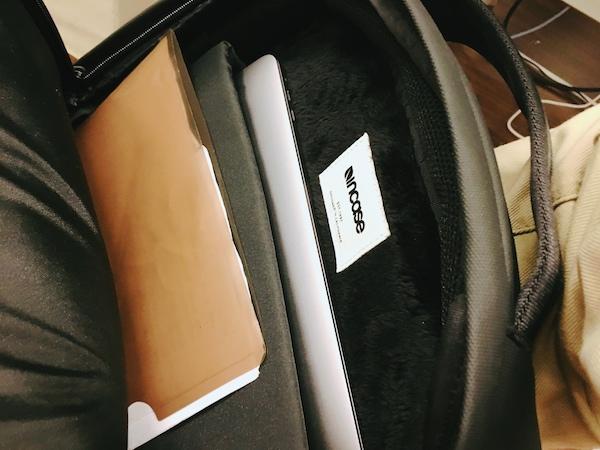 incase(インケース)のリュック cl55450にapple macbookを収納
