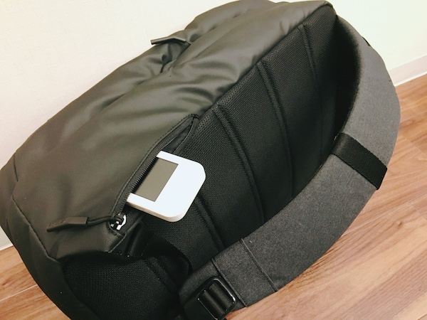 incase(インケース)のリュック cl55450横ポケットが便利